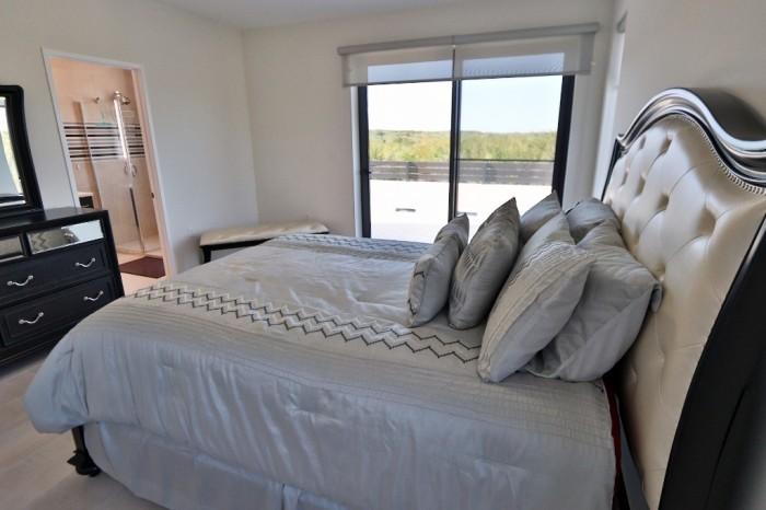 Contemporary Highlands Home - Image 9